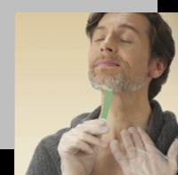 Usa el peine aplicador sobre el cabello seco